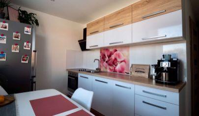 Zariadený moderný 2 izb. Byt s balkónom