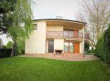 SENEC - NA PREDAJ 4 izbová murovaná chata - celoročne obývaná s upraveným pozemkom, dvojgarážou a krytým bazénom - Slnečné jazerá SEVER v Senci