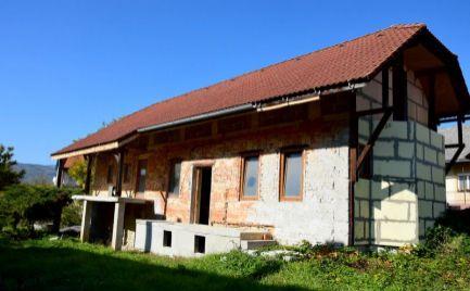 DMPD real Vám ponúka na predaj rodinný dom v obci Dlžín na pozemku o rozlohe 1089m2