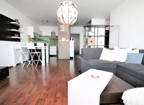 PRENAJATÝ - na prenájom priestranný 3 izbový byt v bytovom komplexe KOLOSEO s parkovacím miestom