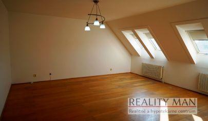 REALITYMAN – EXKLUZÍVNE - 4 izbový byt 145 m2, dvojgaráž, balkón, terasa, uzavretý dvor s potokom, tehlová 10-ročná bytovka - Limbach