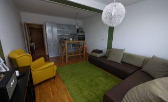 Predaj, nadštandardný 1-izb. byt  (34,8 m2)  s balkónom (3,8 m2) aj so zariadením a parkingom v novostavbe na ul. Široká, BA III- Vajnory