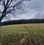 Ponúkame na predaj krásny pozemok v obci Vrchteplá, 6739 m2.