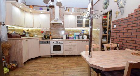 Rodinný dom /5 izbový, kompletná rekonštrukcia, pozemok 766 m2/ Jacovce pri Topolčanoch