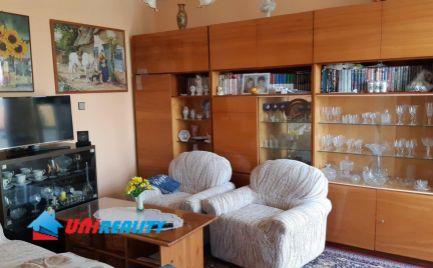 BÁNOVCE nad BEBRAVOU – 3 – izb. byt / sídlisko STRED / čiastočná rekonštrukcia / BALKÓN / 72 m2