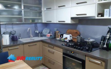 BÁNOVCE nad BEBRAVOU – 3 – izb. byt / KOMPLET rekonštrukcia / 2x BALKÓN