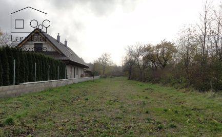 Pekný pozemok v intraviláne na výstavbu rodinného domu tichej časti obce Pernek!!!