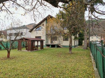 Predaj komerčného priestoru v prímestskej časti Žiliny-  Považský Chlmec, 1229 m2,  316.000 €
