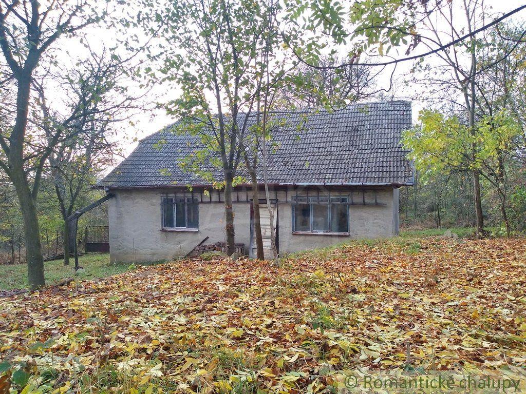 Malý domček uprostred sadu na polosamote 5 km od Myjavy na predaj