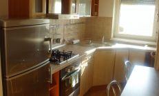ODPORÚČAM: zariadený 2i byt v novostavbe s balkónom, skvelá lokalita, Zadunajská cesta - Petzržalka