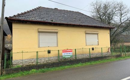 MAĎARSKO - JÓSVAFO RODINNÝ DOM V CENTRE OBCE V POVODNOM STAVE