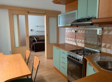 3 izbový byt  balkónom Topoľčany Garážou záhradou / PRENAJOM