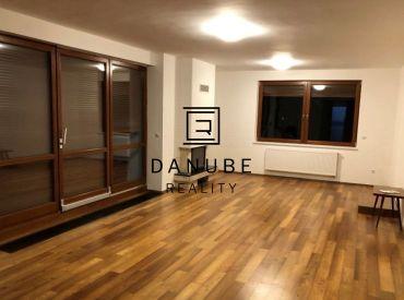 Prenájom 4 - izbového bytu v rodinnom dome, Bratislava - Staré Mesto.