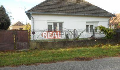 Realfinn -REZERVOVANÉ! Exkluzívny predaj rodinný dom Komoča