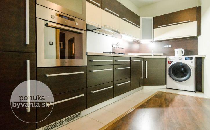 PREDANÉ - KRÍKOVÁ, 4-i byt, 88 m2 - TICHÁ lokalita s množstvom ZELENE, zariadený, NEPRIECHODNÉ IZBY