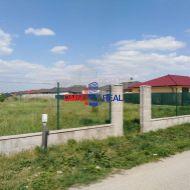Stavebný pozemok v Bernolákove, Broskyňová ul, 496 m2, IS pri pozemku