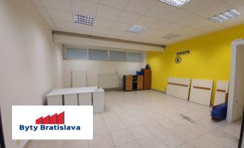Províziu RK neplatíte!!! RK Byty Bratislava ponúka na prenájom obchodný priestor v OC Stred Malacky.