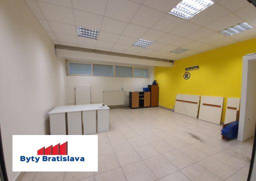 RK Byty Bratislava ponúka na prenájom 36m2 obchodný priestor v OC Stred Malacky.