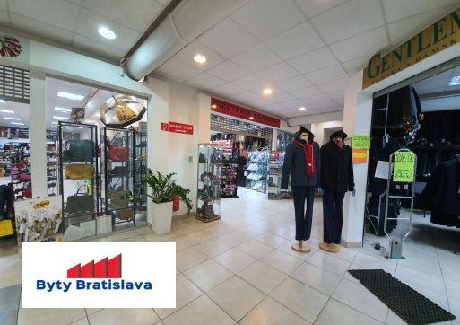 RK Byty Bratislava ponúka na prenájom 53m2 obchodný priestor v OC Stred, Malacky.