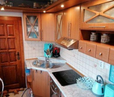 REZERVOVANÝ - Ponúkame na predaj veľmi pekný a priestranný 2 izbový byt v Dubnici nad Váhom.