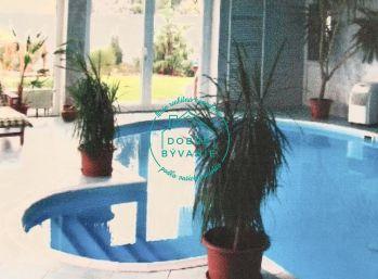 Rodinny Dom na Predaj s krytým Bazénom