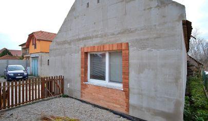 Na predaj starší 2 izbový rodinný dom s veľkým pozemkom 1136 m2.