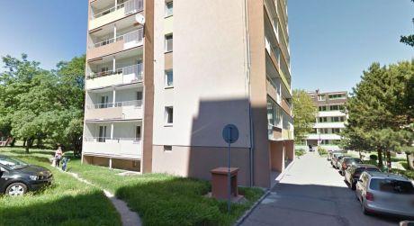 Ponúkame Vám na prenájom 3 izbový byt s balkónom v Karlovke-výborná poloha