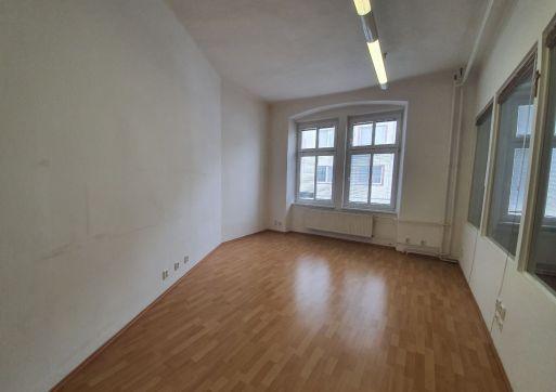RK Byty Bratislava prenajme obchodný priestor cca 45 m2 ul. Vysoká, BA I.