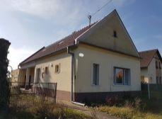 Okres Senec obec Kráľová pri Senci - NA PREDAJ starší 2-izb.rodinný dom na veľkom 3697m2 pozemku s možnosťou investičného využitia.