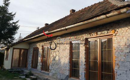 GEMINI BROKER Vám ponúka čiastočne zrekonštruovaný rodinný dom v tichej ulici v obci Pálháza