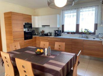Predáme kvalitný a priestranný 3 izbový bungalov pri Bratislave v obci Macov