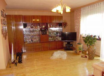 Predáme pekný 4 izbový rodinný dom v Senci na Šafárikovej ulici.