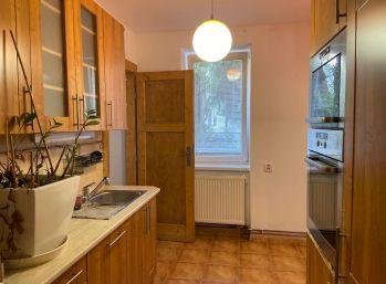 Predáme 2,5 izbový byt vo vyhľadávanej lokalite v Bratislave, pri Starom Meste.