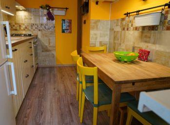 REZERVOVANÝ -  3 izbový byt na predaj v príjemnom prostredí v Bratislave na Hlaváčikovej ulici.