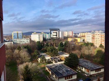 Prenájom 3 izbový byt v Petržalke na Znievskej ulici, Bratislava.