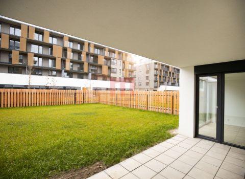 Na predaj 3 izbový byt v projekte SLNEČNICE VILADOMY s priestrannou pred záhradkou 160 m2