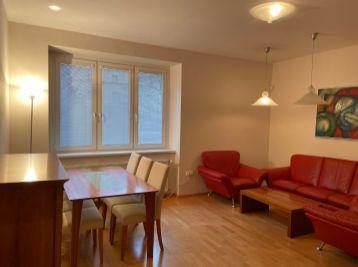 Ponúkame na prenájom 2 izbový byt v Starom Meste na Palisádach pri Bratislavskom hrade.