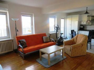Hľadáte skvelý prenájom 3 izb. bytu v centre mesta aj s terasou?