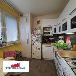 RK Byty Bratislava ponúka na prenájom 3 izbový byt na  ul. Lachová (Petržalka)