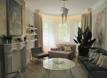 Predáme 3 izbový luxusný byt v historickej časti Palisád vhodný pre náročného klienta.