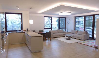 Prenájom 3 izbový byt 120 m2 v Bratislave I s veľkou terasou 81 m2 a parkovaním