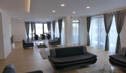 Prenájom 5 izbový byt 230 m2 2kúpeľne 2wc v Bratislave I s 2 veľkými terasami 130 m2 s parkovaním