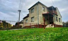 Poschodový rodinný dom s rozľahlým pozemkom v tichej a pokojnej lokalite, okres Sobrance