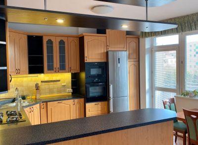 Ponúkame na prenájom zariadený, plne vybavený 4 izbový byt s loggiou v novostavbe vo výborne dostupnej časti Ružinova na Ľanovej ulici.