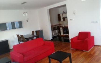 Ponúkame do prenájmu 2 izbový moderný byt sparkovacím státímvnovostavbe na Dunajskej ulici, priame centrum BA I.