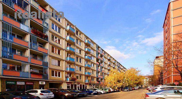 REZERVOVANÉ - Zrekonštruovaný, zariadený 2 izbový byt s loggiou - Bratislava Nové Mesto