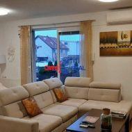 Pekný 3 izb. byt s vlastným kúrením, Mečíkova ul., novostavba 2/4 s balkónom a parkovaním