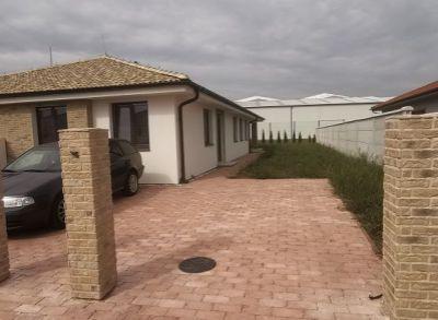 Kvalitný 4-izbový bungalov zhotovený na kľúč s kuchynskou linkou a oplotením-pravá dispozícia
