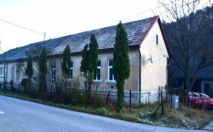 Rodinný dom, chalupu v obci Kľačno nachádzajúci sa na pozemku o rozlohe 424m2.
