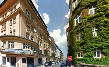 PREDAJ - veľký 4 izbový byt v centre meste, BA I.